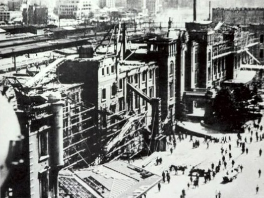 東京大空襲後の東京駅