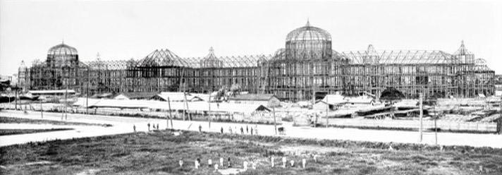 建設中の東京駅。