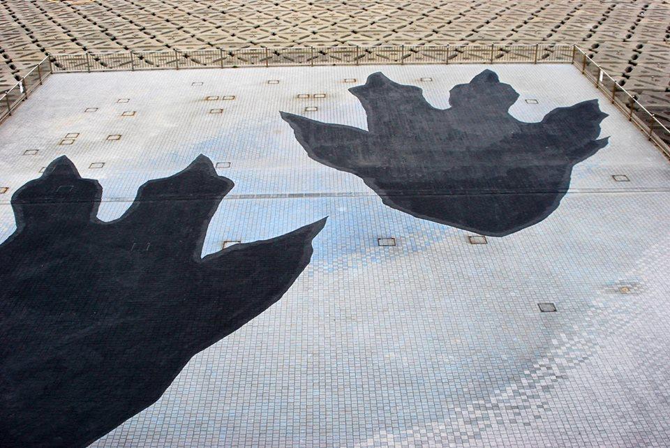 海ほたるのゴジラの足跡