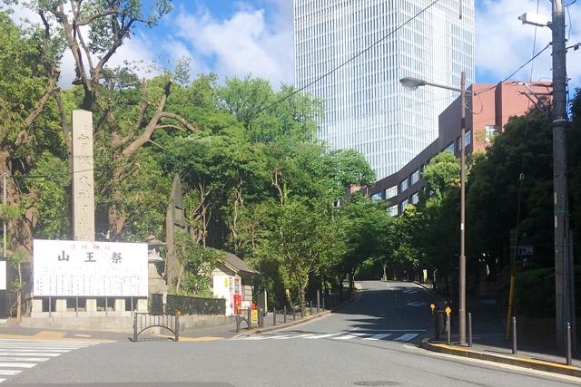 左:山王日枝神社、右:日比谷高校。