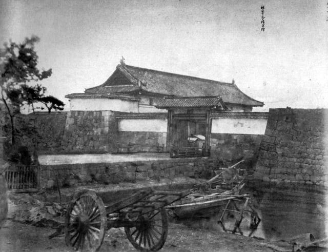 維新直後の古写真:数寄屋橋。