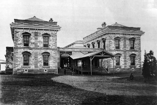 古写真:開業当時の新橋停車場。