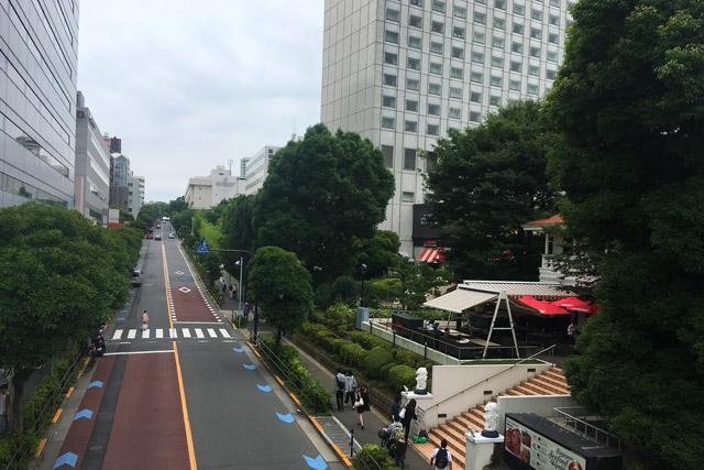 写真右側が薩摩藩高輪中屋敷跡