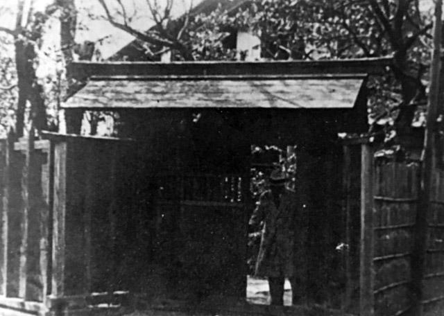 古写真:芥川家の門
