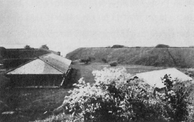 古写真:第三台場陣屋と火薬庫