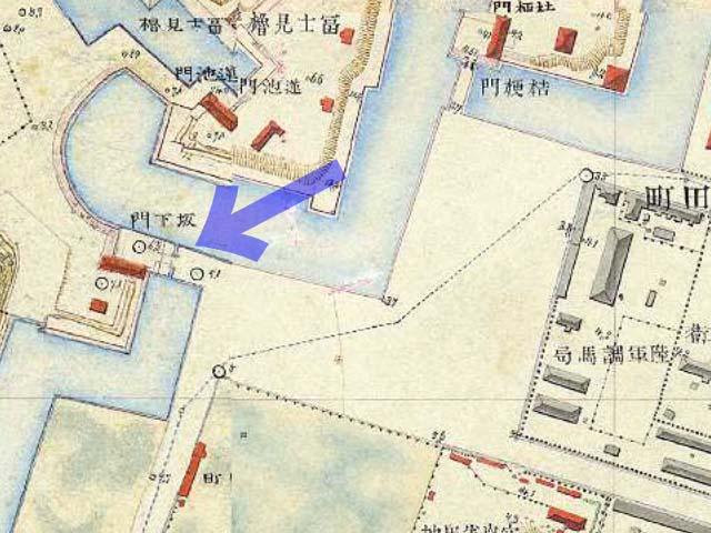 古地図:明治9-17年(1876-84年)5千分の1東京図測量原図より高麗門と渡櫓を有する坂下門。