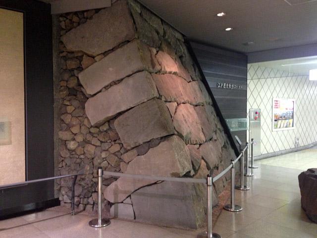 東京メトロ南北線市ヶ谷駅コンコースにある市ヶ谷御門の遺構。