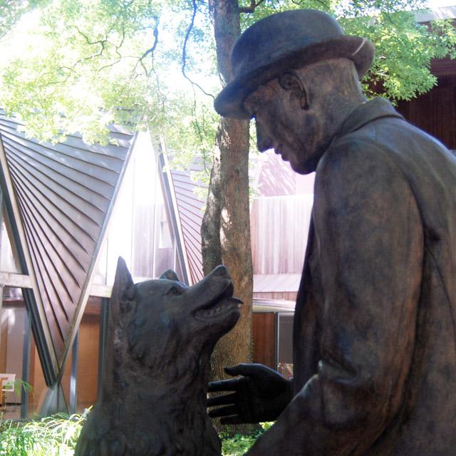 上野栄三郎博士とハチ公像