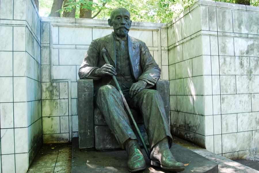 古市公威銅像
