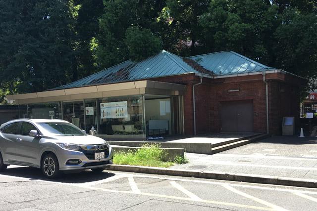 東大コミュニティセンターはもと明治の人力車車庫です。