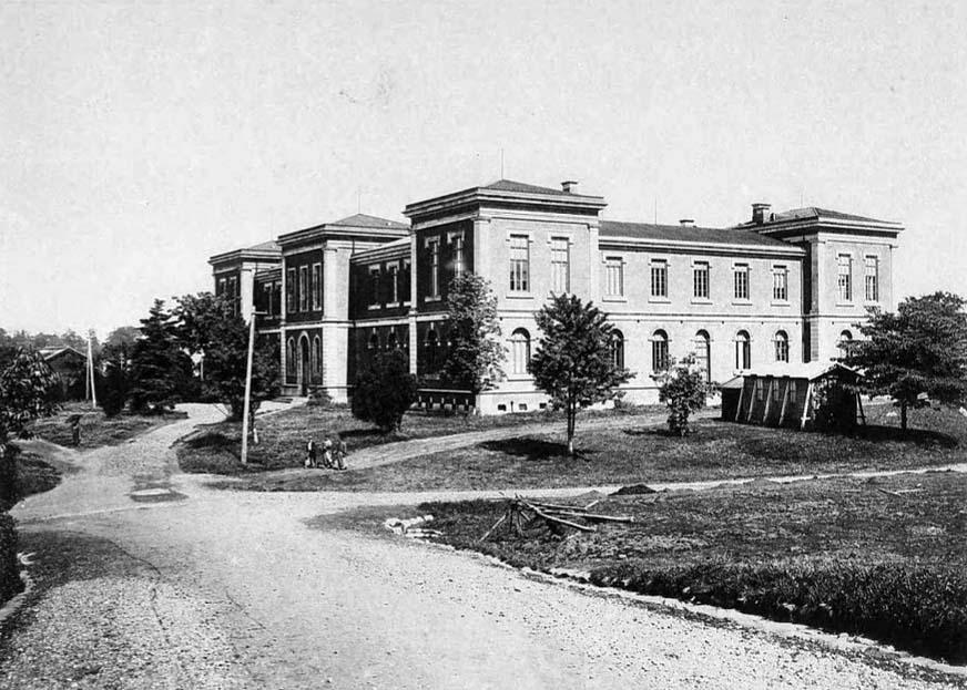明治三十三年(1900年)頃の理科大学。