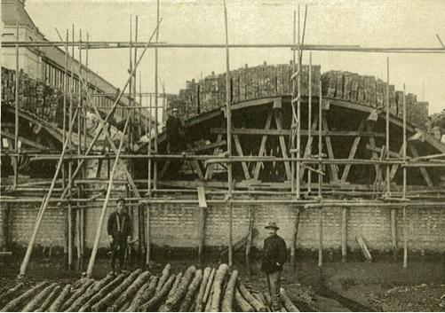 建設中のアーチ