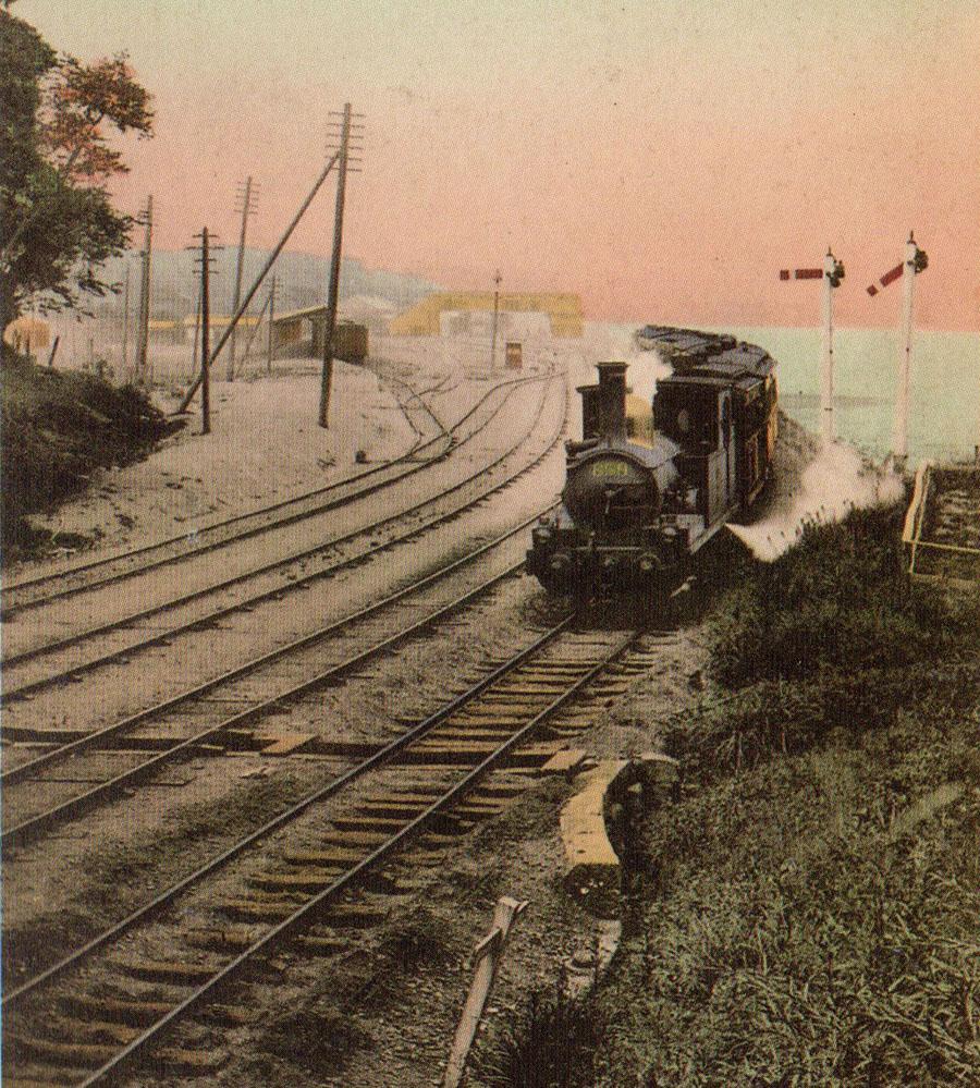 着色古写真:明治中頃の品川駅を出る汽車。