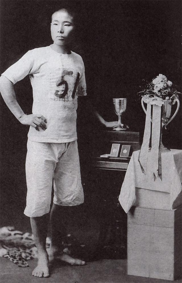 オリンピック選考会後、裸足で記念写真