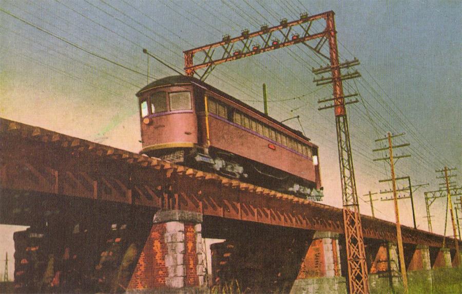 六郷橋鉄橋を渡る京浜電気鉄道。
