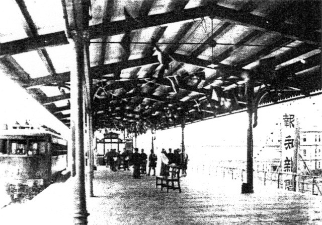 当時の有楽町駅。報知新聞の看板が見えます。