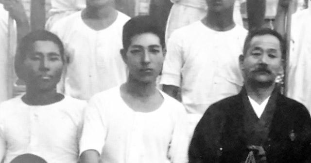 金栗四三、徒歩部の後輩・野口源三郎、若き嘉納治五郎校長。