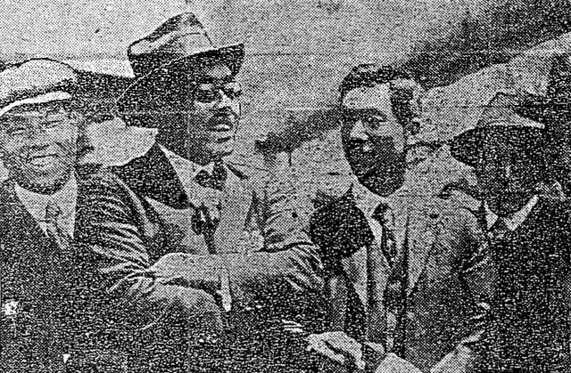 大正九年(1920年)五月十五日付東京朝日新聞より横浜港にて。左から金栗、辰野監督、野口、三浦。